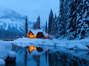 emerald-lake-lodge-in-winter-yoho-national-park-british-columbia