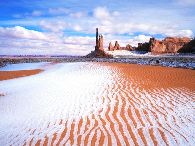totem-pole-in-winter-monument-valley-tribal-park-arizona-utah