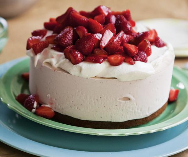 Hoogerhyde-balsamic-strawberry-ice-cream-cake-main